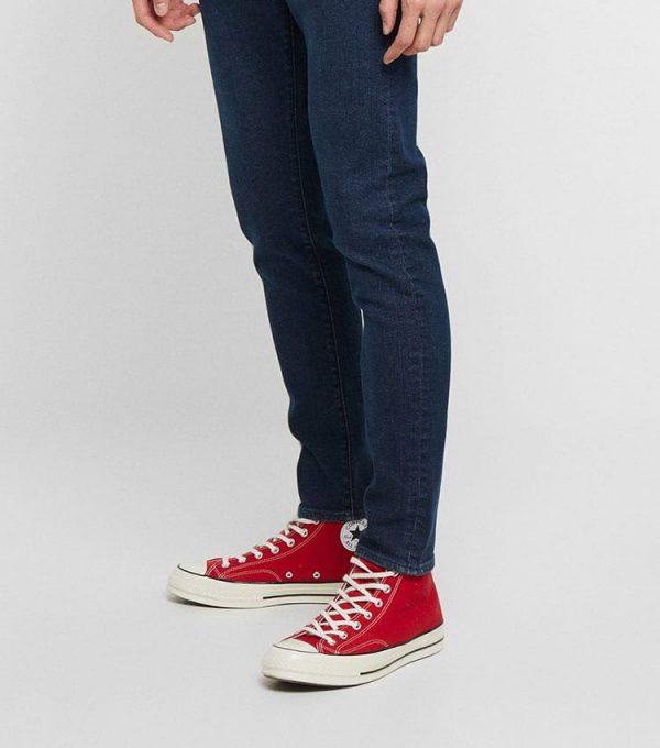 Jeans levis style slim vue coté